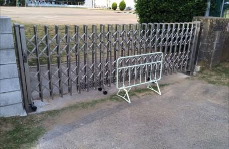 とある小学校の伸縮ゲート施工